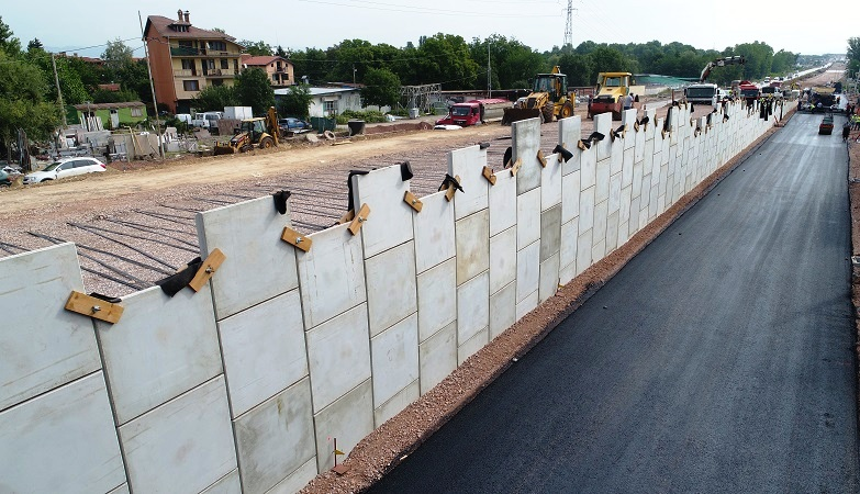 Сегментна стена тип MacRes с вертикално бетоново лице