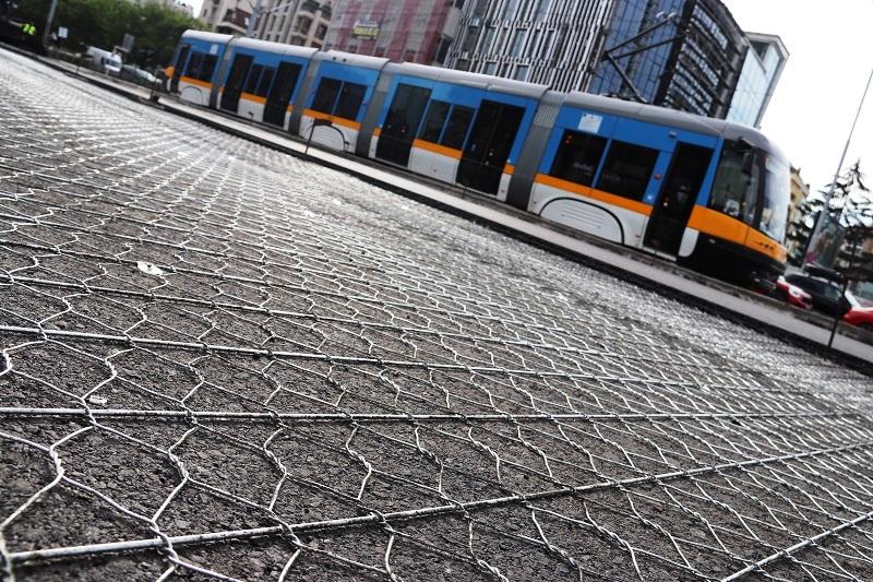 Армиране на асфалтова настилка, бул. България, гр. София – етапи 2 и 3