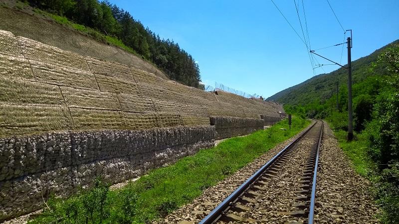 Укрепваща конструкция тип армиран насип, път I-8 Калотина – Софийски околовръстен път