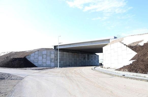 Изграждане устои на съоръжения към пътни възли със Сегментни стени MacRes