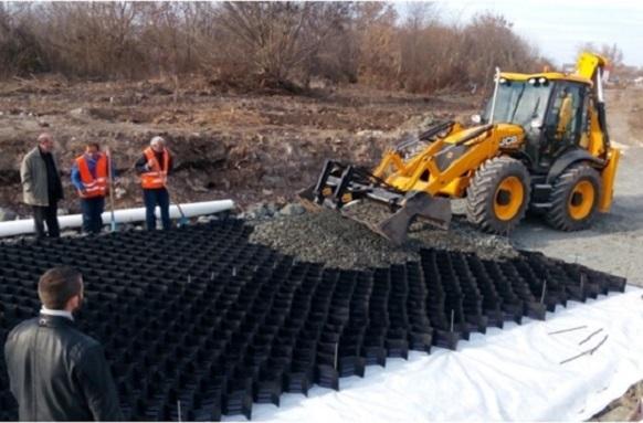 Доставка на материали за усилване на слаба земна основа за проект ул. Крайезерна, гр. Бургас